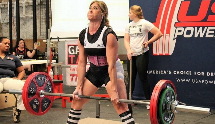 Christie Nix doing a deadlift at a powerlifting competition.