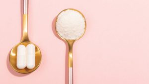 Spoons with supplement powder and pills